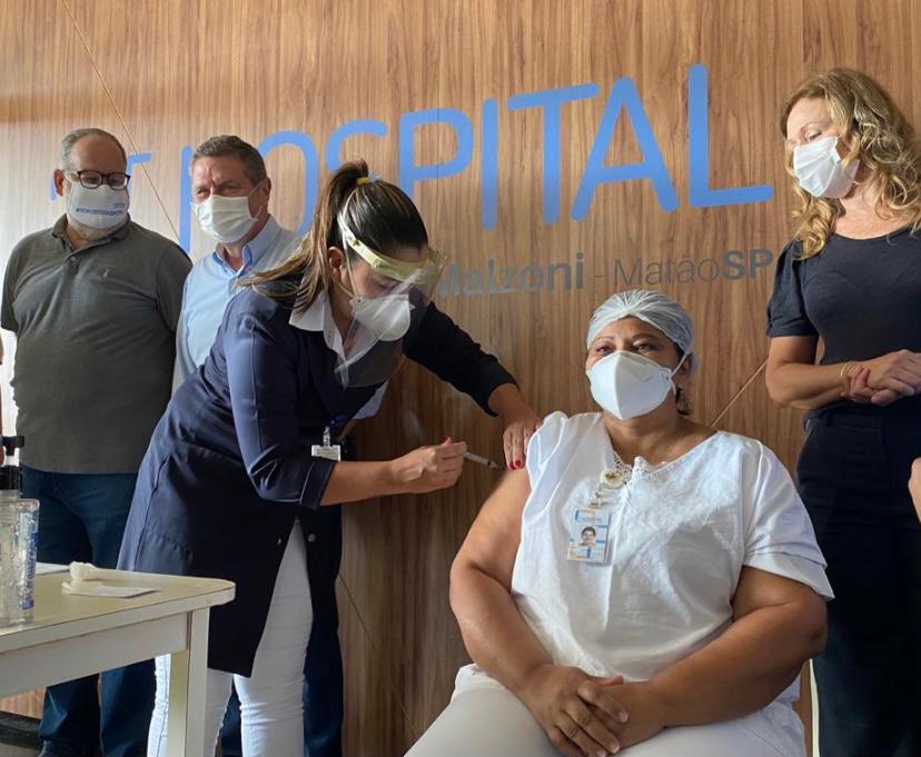 Primeira pessoa vacinada contra a COVID-19 em Matão
